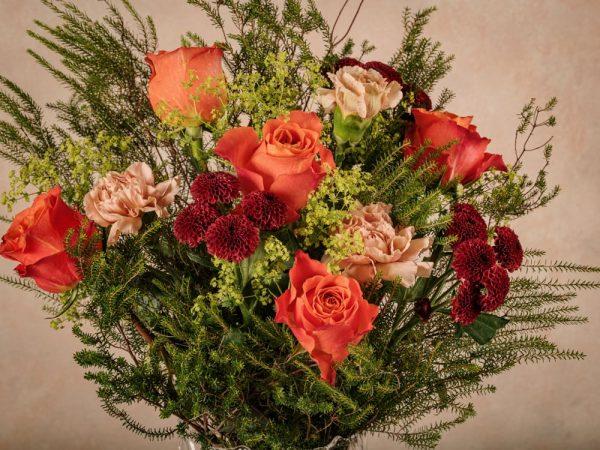 Bouquet Fiori Arancio, dettagli fiori arancioni e erica verde