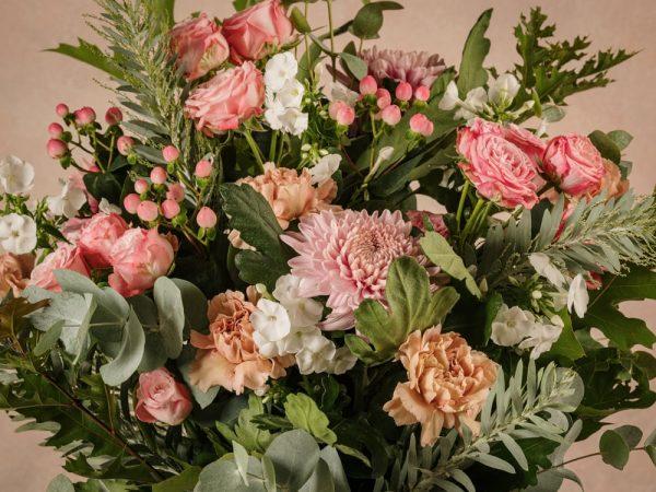 Bouquet Luxury Rosa, dettagli fiori freschi Frida's