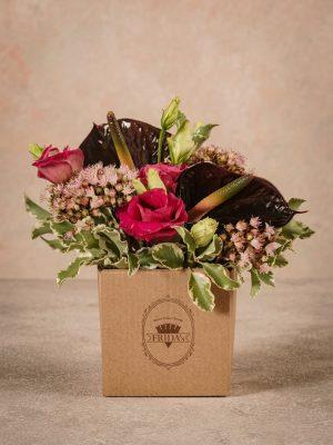 Box Black Love, fiori Frida's di alta qualità in mini box di cartone riciclato