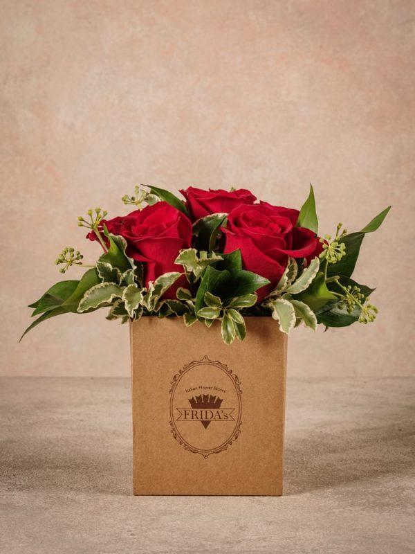 Box Rose Rosse, rose rosse in box di cartone riciclato con marchio Frida's