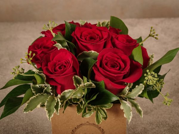 Box Rose Rosse, fiori in box di cartone riciclato con consegna a domicilio in tutta Italia