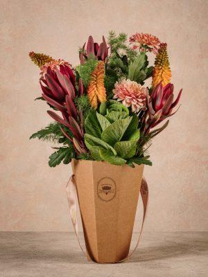 The Orange Flower Basket, fiori in cono di cartone riciclato semplice e naturale, ma di grande effetto
