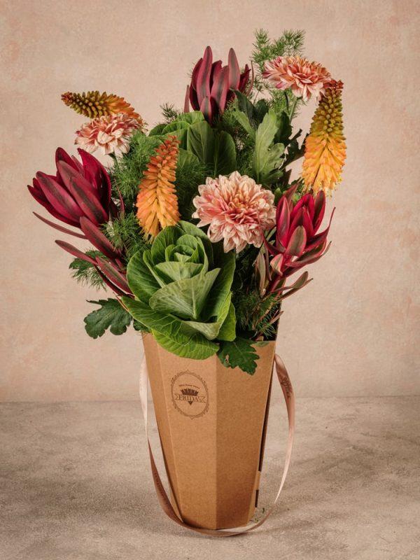 The Orange Flower Basket Frida's. Bouquet in controtendenza semplice e naturale, ma di grande effetto