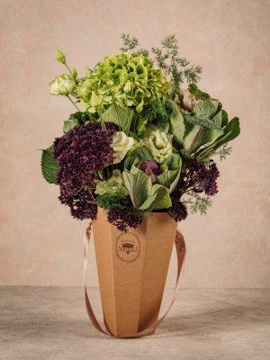 The Green Flower Basket Frida's. Bouquet in controtendenza semplice e naturale, ma di grande effetto.