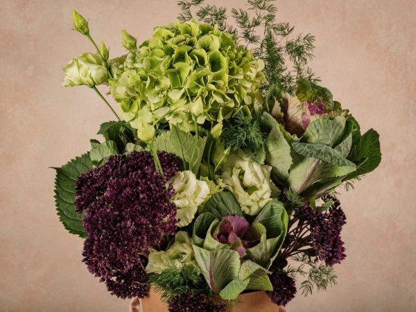 The Green Flower Basket Frida's, fiori in cono di cartone riciclato 100% green. Bouquet in controtendenza semplice e naturale, ma di grande effetto.