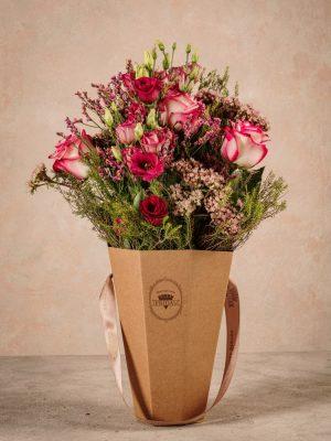 The Pink Flower Basket, bouquet di fiori freschi in un cono di cartone riciclato 100% green