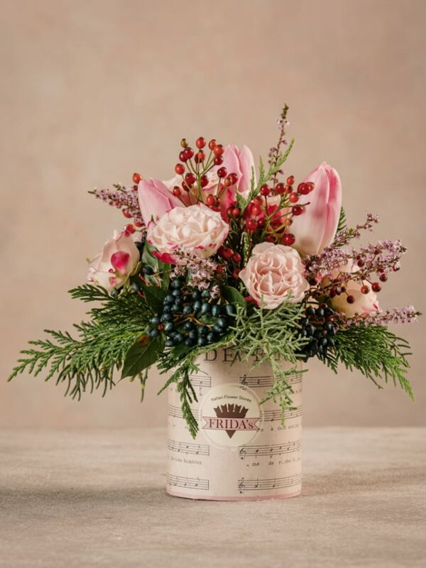 Sushi Pink Delight piccolo bouquet di rose e tulipani rosa, delicato e raffinato. Consegna a domicilio in tutta Italia