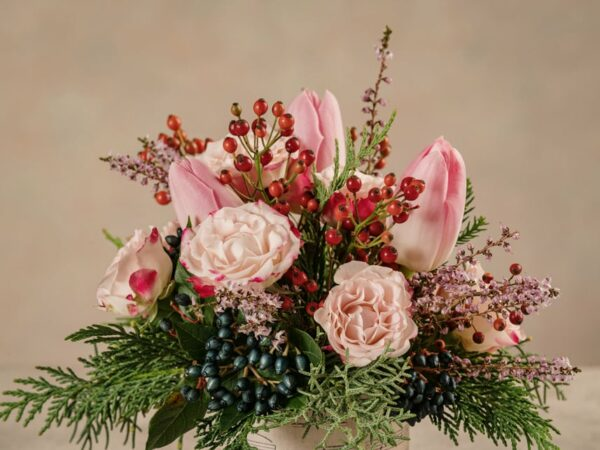 Sushi Pink Delight piccolo bouquet di rose e tulipani rosa, delicato e raffinato